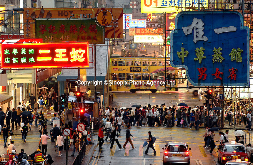 Rush hour in Causeway Bay, Hong Kong.<br /> 30 Oct 2007
