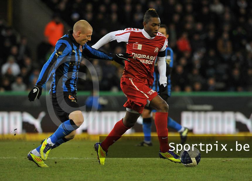 Club Brugge - KV Kortrijk : Steeven Joseph Monrose aan de bal voor Niki Zimling.foto VDB / BART VANDENBROUCKE