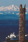 Seattle, totem pole, ferries on Puget Sound, Olympic Mountains, Pacific Northwest, Washington State, West Coast, USA,..
