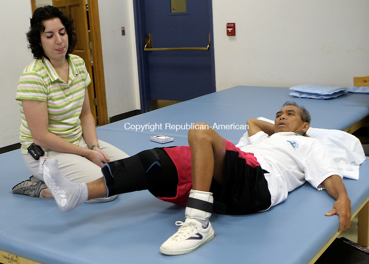 WALLINGFORD, CT-04August 2006-080406TK03- As Erica Howes, Physical Therapist looks on, Juanito Jose works through a strenuous physical therapy to rehabilitate his leg that was nearly lost to a tree-cutting accident. Tom Kabelka Republican-American (Juanito Jose)