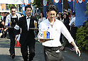 "May 22, 2016, Tokyo, Japan - Japanese waiter Daisuke Sonoda (R) carries a glass of beer on a tray en route to win the ""garcon carry race"" in Tokyo on Sunday, May 22, 2016 as a  part of ""Aperitif 365"" event. 46 waiters from restaurants and cafes participated the beer carry race vying for the first prize of 300,000 yen, sponsored by French beer Kronenbourg.  (Photo by Yoshio Tsunoda/AFLO) LWX -ytd-"