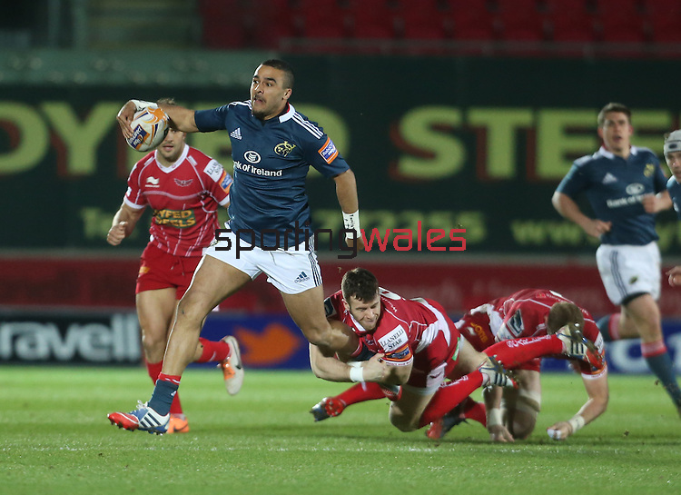 Scarlets scrum half Gareth Davies hangs on tight to Munster full back Simon Zebo.<br /> Celtic League<br /> Scarlets v Munster<br /> <br /> 01.03.14<br /> <br /> ©Steve Pope-SPORTINGWALES
