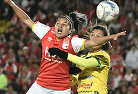 BOGOTÁ -COLOMBIA, 24-06-2017: Oriana Altuve (Izq.) jugadora de Santa Fe disputa el balón con Alexandra Canaguacan (Der.) jugadora del Huila durante el partido de vuelta entre Independiente Santa Fe y Atletico Huila por la final de la Liga Femenina Aguila 2017 jugado en el estadio Nemesio Camacho El Campin de la ciudad de Bogotá. / Oriana Altuve (L) player of Santa Fe struggles for the ball with Alexandra Canaguacan (R) player of Huila during second leg match between Independiente Santa Fe and Atletico Huila for the final of Aguila Women League 2017 played at the Nemesio Camacho El Campin Stadium in Bogota city. Photo: VizzorImage/ Gabriel Aponte / Staff