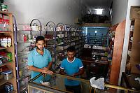 SYRIEN, 07.2014, Koreen (Provinz Idlib). Leben ohne Zentralregierung: Wadjis (links) Apotheke ist die wichtigste Gesundheitseinrichtung im Dorf. Sie ist durch harte Zeiten gegangen, aber jetzt ist sie ganz annehmbar ausgestattet dank Arzneimitteln, die aus der Tuerkei geliefert oder aus regierungskontrollierten Gebieten eingeschmuggelt werden. | Life without a central government: The pharmacy of Wadji (l) is the most important health care institution. It went through tough times but now it is reasonably outfitted with medicines smuggled in from regime held areas or dilivered from Turkey.<br /> © Timo Vogt/EST&OST