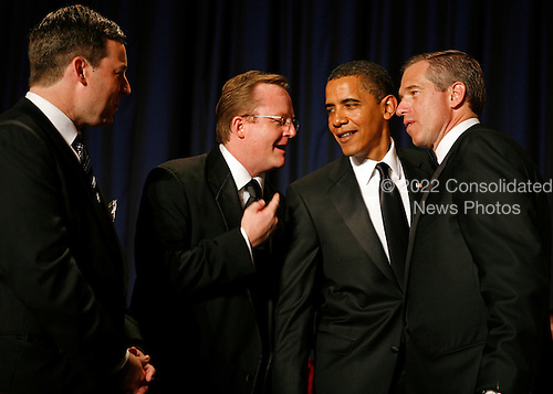 Washington, DC - May 9, 2009 -- United States President Barack Obama chats with White House Press Secretary Robert Gibbs as the two are flanked by NBC's Brian Williams (right) and CNN's Ed Henry during the annual White House Correspondents' Association gala dinner at the Washington Hilton Hotel, Washington, DC, May 9, 2009..Credit: Martin H. Simon - Pool via CNP