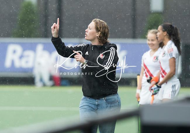DEN BOSCH - HOCKEY -   Landkampioenschap jeugd  tussen HDM MA1 en Amsterdam MB1. Amsterdam wordt Kampioen (0-1) .midden coach Eline Vermeulen.  COPYRIGHT KOEN SUYK
