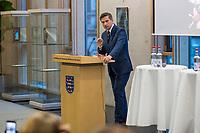 """Buchvorstellung """"Unter Sachsen - Zwischen Wut und Willkommen"""" in Berlin.<br /> Der Sammelband aus dem Christoph Links-Verlag zum Thema Rassismus und rechter Gewalt im Freistaat Sachsen, herausgegeben von der freien Journalistin Heike Kleffner und dem Tagesspiegel-Redakteur Matthias Meisner, wurde am Donnerstag den 30. Maerz 2017 in Berlin vorgestellt.<br /> Auf dem Podium diskutierten der saechsische Vize-Ministerpraesident Martin Dulig (SPD), der saechsische CDU-MdB Marco Wanderwitz, die Linken-Chefin Katja Kipping gemeinsam mit dem Verleger Christoph Link, den Herausgebern Heike Kleffner und Matthias Meisner sowie zwei der 40 Autoren - Michael Bittner und Imran Ayata - ueber das Buch.<br /> In dem Buch suchen die Herausgeber Antworten auf die Frage warum und wie es zu den """"saechsischen Verhaeltnissen"""" kommen konnte. Mit 477 offiziell dokumentierten  fremdenfeindlich motivierte Gewalttaten im Jahr 2015 liegt Sachsen, in Bezug auf die Einwohnerzahl, bundesweit an der Spitze.<br /> Die Landesvertretung des Freistaat Sachsen hatte es abgelehnt die Buchvorstellung in ihren Raeumen stattfinden zu lassen, so dass der Verlag den Sammelband vor ca. 250 Gaesten in der Landesvertretung Thueringen praesentierte.<br /> Im Bild: Martin Dulig.<br /> 30.3.2017, Berlin<br /> Copyright: Christian-Ditsch.de<br /> [Inhaltsveraendernde Manipulation des Fotos nur nach ausdruecklicher Genehmigung des Fotografen. Vereinbarungen ueber Abtretung von Persoenlichkeitsrechten/Model Release der abgebildeten Person/Personen liegen nicht vor. NO MODEL RELEASE! Nur fuer Redaktionelle Zwecke. Don't publish without copyright Christian-Ditsch.de, Veroeffentlichung nur mit Fotografennennung, sowie gegen Honorar, MwSt. und Beleg. Konto: I N G - D i B a, IBAN DE58500105175400192269, BIC INGDDEFFXXX, Kontakt: post@christian-ditsch.de<br /> Bei der Bearbeitung der Dateiinformationen darf die Urheberkennzeichnung in den EXIF- und  IPTC-Daten nicht entfernt werden, diese sind in digitalen Medien nach §95c """