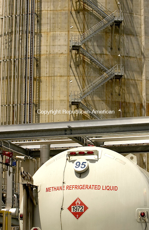 WATERBURY, CT--29 JUNE 2007--062907JS10-Yankee Gas has begun the long task of filling the 1.5 billion cubic feet liquefied natural gas tank in Waterbury. It is expected to be filled by late October. <br /> Jim Shannon/Republican-American