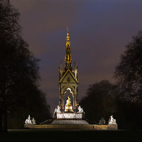 Albert Memorial in Kensington Park: monumento in memoria del Principe Consorte della Regina Vittoria.<br /> <br /> The Albert Memorial in Kensington Gardens, a monument built in memory of the Prince Consort of Queen Victoria.