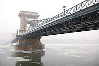 South  side of yhe Szechenyi Lanchid (Chain Bridge) in the winter snow looking towards the castle district. Budapest Hungary stock photos.