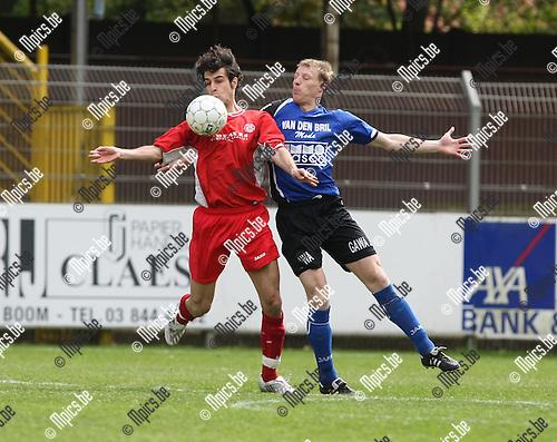 2008-04-27 / Voetbal / Rupel-Boom - Tempo Overijse / Raphaël Galeri (L) met Kenny Lavaert van Rupel-Boom..Foto: Maarten Straetemans (SMB)
