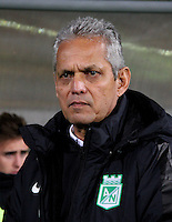 BOGOTA -COLOMBIA. 30-09-2016. Reinaldo Rueda director técnico del Atletico Nacional. Acción de juego entre La Equidad y Atlético Nacional  durante encuentro  por la fecha 15 de la Liga Aguila II 2016 disputado en el estadio Metropolitano de Techo./ Reinaldo Rueda coach of Atletico Nacional. Action game between Equidad and Atletico Nacional   during match for the date 15 of the Aguila League II 2016 played at Metropolitano stadium . Photo:VizzorImage / Felipe Caicedo  / Staff