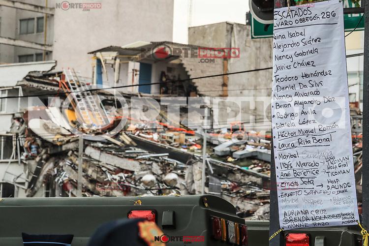 Lista de personas rescatadas del edificio de la colonia &Aacute;lvaro Obreg&oacute;n #286, esperan noticas del rescate durante esta ma&ntilde;ana 22 sep 2017 en #CiudadDeMexico #terremoto Foto: Luis Gutierrez/NortePhoto.com<br /> &bull;&bull;&bull;&bull; #sismo #terremoto #terremotoMexico #mexico #nortephoto #photojurnalism
