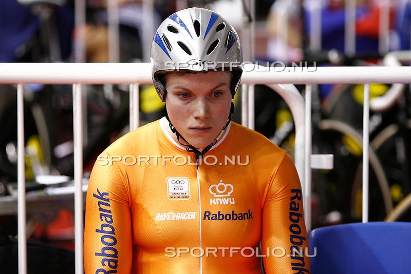 Engeland, Manchester, 26 maart 2008 .WK baanwielrennen  .Willy Kanis van Nederland concentreert zich voor de 500 meter tijdrit dames...