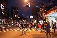 SÃO PAULO,SP, 09.06.2017 - TRANSPORTE-SP-SP - Usuários da linha 1 azul do metrô enfrentram transtorno na volta pra casa em função do descarrilhamento de um trem na estação jabaquara. Devido a interrupção da linha , os usuários são obrigados a desembarcar na estação saúde e seguir até a estação jabaquara utilizando-se da operação PAESE. Segundo informações, o descarrilhamento ocorreu na tarde desta sexta-feira, 09. (Foto: Rogério Gomes/Brazil Photo Press)
