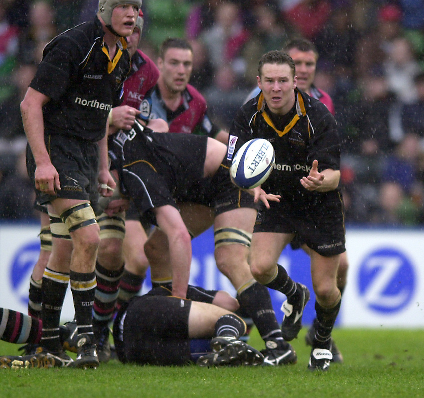 Photo. Richard Lane. .Harlequins v Newcastle at the Stoop, London. Zurich Premiership Rugby. 16-3-2002.Hall Charlton