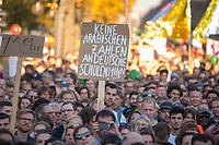 """Am Samstag den 13. Oktober 2018 demonstrierten nach Veranstalterangaben ueber 240.000 Menschen in Berlin mit der Demonstration #unteilbar gegen den Rechtsruck in der Gesellschaft und der Politik. Sie forderten """"Eine offene und freie Gesellschaft - Solidaritaet statt Ausgrenzung"""".<br /> Die Demonstration zog vom Alexanderplatz zur Siegessaeule, wo die Abschlusskundgebung mit Redebeitraegen und Livemusik, u.a. mit Herbert Groenemyer, stattfand.<br /> 13.10.2018, Berlin<br /> Copyright: Christian-Ditsch.de<br /> [Inhaltsveraendernde Manipulation des Fotos nur nach ausdruecklicher Genehmigung des Fotografen. Vereinbarungen ueber Abtretung von Persoenlichkeitsrechten/Model Release der abgebildeten Person/Personen liegen nicht vor. NO MODEL RELEASE! Nur fuer Redaktionelle Zwecke. Don't publish without copyright Christian-Ditsch.de, Veroeffentlichung nur mit Fotografennennung, sowie gegen Honorar, MwSt. und Beleg. Konto: I N G - D i B a, IBAN DE58500105175400192269, BIC INGDDEFFXXX, Kontakt: post@christian-ditsch.de<br /> Bei der Bearbeitung der Dateiinformationen darf die Urheberkennzeichnung in den EXIF- und  IPTC-Daten nicht entfernt werden, diese sind in digitalen Medien nach §95c UrhG rechtlich geschuetzt. Der Urhebervermerk wird gemaess §13 UrhG verlangt.]"""