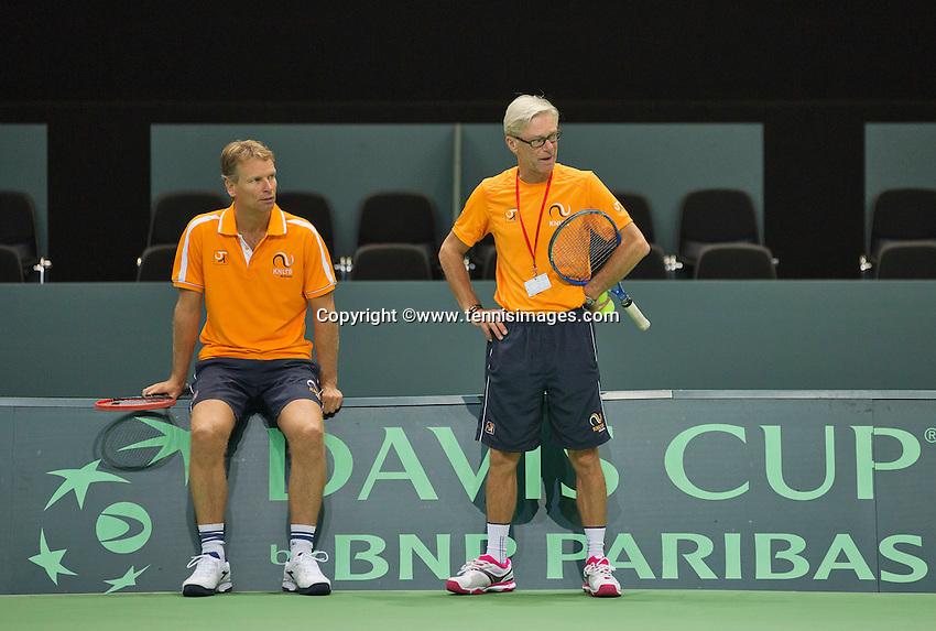 Swiss, Genève, September 14, 2015, Tennis,   Davis Cup, Swiss-Netherlands, practise Dutch team,  coach Martin Bohm and captain Jan Siemerink (L)<br /> Photo: Tennisimages/Henk Koster