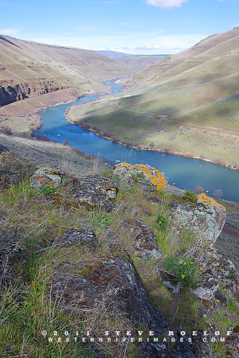 A small rock outcrop above the Deschutes River.