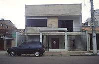 Casa onde funcionou o escritório da Amazon Consultoria e Projetos, que teve sua razão social alterada para AME Assessoria Projetos Consultoria Ltda situada a trav Curuzú 1941 em Belém Pará Brasil. <br />27/03/2001<br />Foto Janduarí Simões