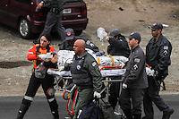 SAO PAULO, SP, 07.10.2013 - ACIDENTE TRANSITO / MOTO X CAMINHAO - Um motociclista foi atropelado por um caminhao que fugiu na Avenida Das Juntas Provisorias,421, no bairro do Ipiranga na regiao sul de Sao Paulo, o helicoptero Aguia da Policia Militar foi acionado para socorrer a vitima que foi encaminhada ao pronto socorro do Hospital das Clinicas na tarde desta segunda-feira, 07. (Foto: Carlos Pessuto / Brazil Photo Press).