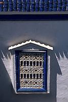 """Afrique/Maghreb/Maroc/Essaouira : Villa maion d'hôtes """"Dar Adul"""" 63 rue Touahen, détail d'une fenêtre"""