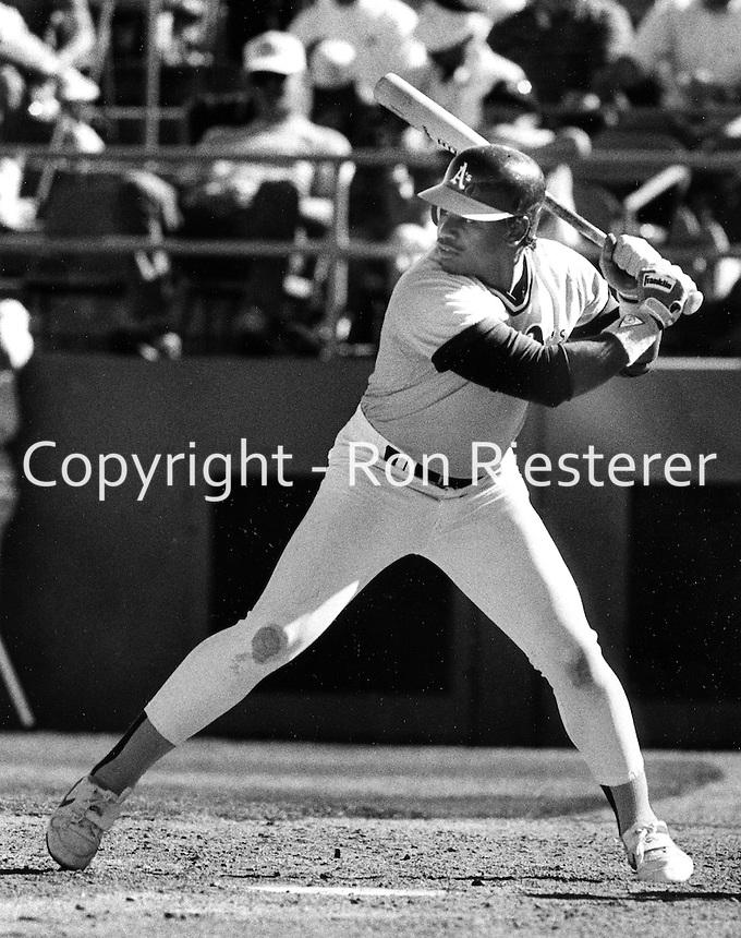 Oakland Athletics Felix Jose batting, 1989 photo.(Ron Riesterer/photo)