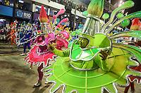 RIO DE JANEIRO, RJ, 11 DE FEVEREIRO 2013 - CARNAVAL RJ - UNIAO DA ILHA - Integrantes da Escola de União da Ilha durante primeiro dia de desfiles do Grupo Especial do Carnaval do Rio de Janeiro na Marques de Sapucaí na madrugada desta segunda-feira . (FOTO: WILLIAM VOLCOV / BRAZIL PHOTO PRESS).