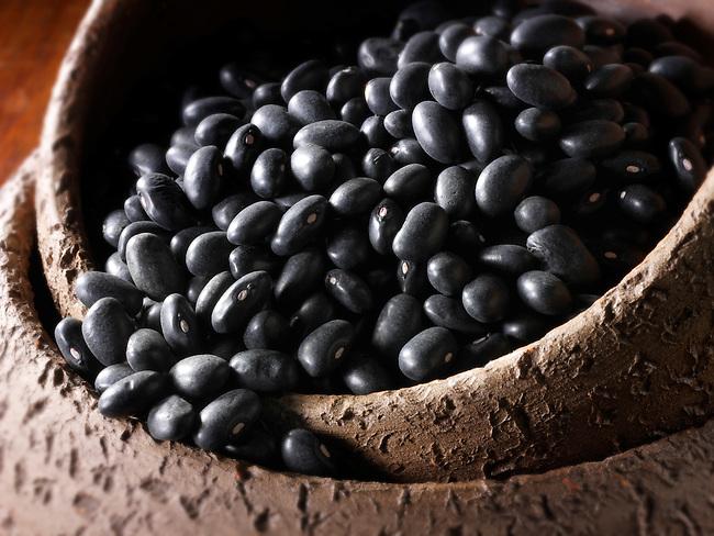 Uncooked black beans