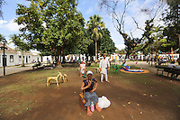 PARATY, RJ, 03.07.2013 - FLIP / FESTIVAL LITERÁRIA - Movimentação no primeiro dia de FLIP (Festival Literária Internacional de Paraty), o evento começa hoje e vai até o próximo domingo,07. No município de Paraty (RJ), nesta quarta-feira, 03. (Foto: William Volcov / Brazil Photo Press)