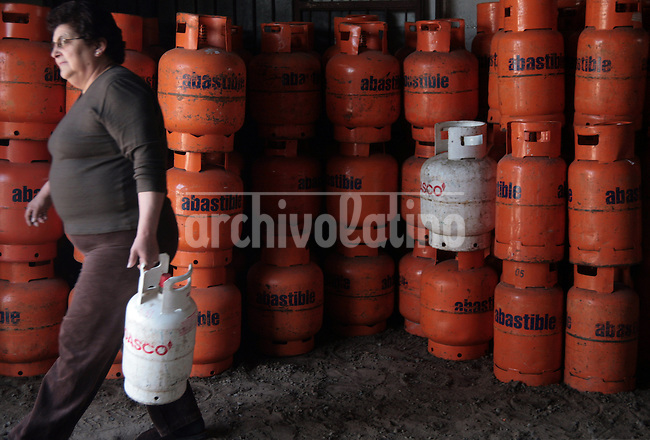 A woman buy a bottle of liquified gas in Cerro Navia, a suburb of Santiago. Due the energy crisis, the use of gas in bottles is spreading sinche natural gas is in shortage in Chile.