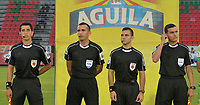 IBAGUÉ - COLOMBIA, 18-02-2018:Carlos Andrés Betancur referee central entre el  l Atlético Huila y el  Atlético Junior durante partido por la fecha 4 de la Liga Águila I 2018 jugado en el estadio Manuel Murillo Toro de la ciudad de Ibagué. / Central referee Carlos Andres Betancur   during match Atletico Huila vs Atletico Junior for the date 4 of the Aguila League I 2018 played at Manuel Murillo Toro in Ibague city. VizzorImage / Juan Carlos Escobar / Contribuidor