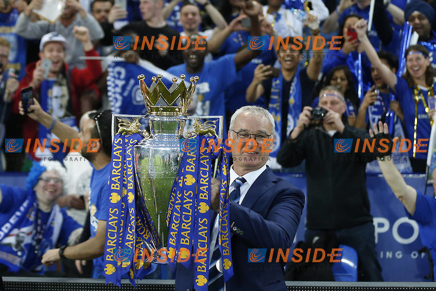 Leicester City Manager Claudio Ranieri celebrates with the Premier League Trophy Barclays Premier League match Leicester City and Everton, played at The King Power Stadium, Leicester, on 07th May 2016 / Barclays Premier League 2015/16 <br /> <br /> Foto Insidefoto