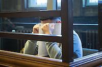 Berlin, Der Angeklagte Hüseyin I., sitzt am Montag (13.05.13) in Landgericht in Berlin vor dem Prozessbeginn im Fall Jonny K gegen sechs Männer im Alter zwischen 19 und 24 Jahren. Foto: Maja Hitij/CommonLens
