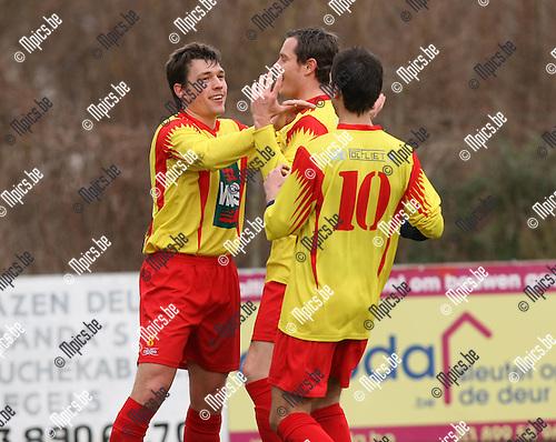 2010-02-21 / Voetbal / seizoen 2009-2010 / Bornem - Lyra / Tim De Bondt (L) scoorde de 1-0 voor Bornem..Foto: mpics