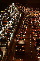 SAO PAULO, 22 DE MAIO DE 2012 - TRANSITO SP - Transito na Avenida 23 de maio, por volta das 18h, na altura do Paraiso, regiao Central da cidade. FOTO: ALEXANDRE MOREIRA - BRAZIL PHOTO PRESS