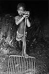 Criança carvoeira em Ribas do Rio Pardo, Mato Grosso do Sul, MS..Coaly child in Ribas of Brown Rio, Mato Grosso do Sul, MS.