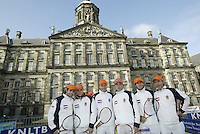 9-2-06, Netherlands, tennis, Amsterdam, Daviscup.Netherlands Russia, Draw, the Dutch team on the Dam Squire lefttoright, Raemon Sluiter, Melle van Gemerden, Captain Tjerk Bogtstra, Jesse Huta Galung, John van Lottum, and assistant coach Hugo Ekker.