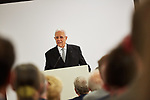 Germany, Berlin, 2017/10/26<br /> <br /> Bei einer Feierstunde in Berlin hat Israel erstmals einen Araber als &quot;Gerechten unter den V&ouml;lkern&quot; ausgezeichnet, in einer  posthumen Ehrung des &auml;gyptischen Arztes Dr. Mohamed Helmy, der w&auml;hrend des Zweiten Weltkriegs Juden versteckt hatte.<br /> <br /> Israels Botschafter Jeremy Issacharoff &uuml;bergab die Auszeichnung der Holocaust-Gedenkst&auml;tte Yad Vashem an Nasser Kotby, einen Gro&szlig;neffen Helmys. Dieser beschrieb Helmy als &quot;Helden&quot; und sprach im Gedenken an ihn ein arabisches Gebet.<br /> <br /> Der 1982 verstorbene Arzt habe w&auml;hrend der NS-Zeit in Berlin gelebt und mehreren Juden das Leben gerettet. Yad Vashem wollte ihn schon 2013 ehren, die Familie lehnte dies jedoch zun&auml;chst ab.<br /> <br /> &quot;Dr. Helmy war einer der Pioniere des Friedens&quot;, sagte Botschafter Issacharoff. &quot;Er hat vor allem bewiesen, dass wir ein menschliches Element teilen, das &uuml;ber jede politische Erw&auml;gung hinausgeht.&quot;<br /> <br /> Die Ehrung &quot;Gerechte unter den V&ouml;lkern&quot; ist die h&ouml;chstes Auszeichnung des Staates Israel an Nichtjuden. Sie wird seit 1963 von Yad Vashem an Menschen verliehen, die im Nationalsozialismus ihr Leben riskierten, um Juden zu retten. Inzwischen wurden mit dem Titel mehr als 26 500 Menschen, darunter mehr als 600 Deutsche ausgezeichnet. Den Geehrten wird eine Medaille und eine Ehrenurkunde verliehen. Zudem werden ihre Namen auf der Ehrenwand im Garten der Gerechten in der Gedenkst&auml;tte in Jerusalem verewigt. Photo by Gregor Zielke (Photo by Gregor Zielke)