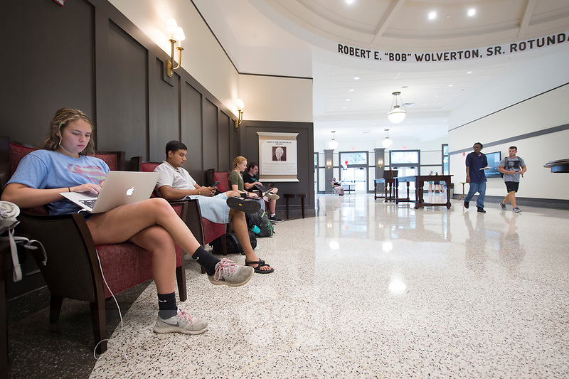 Old Main Academic Center - first day of classes.  Students in between classes - Robert E. &ldquo;Bob&rdquo; Wolverton Sr. Rotunda.<br />  (photo by Megan Bean / &copy; Mississippi State University)
