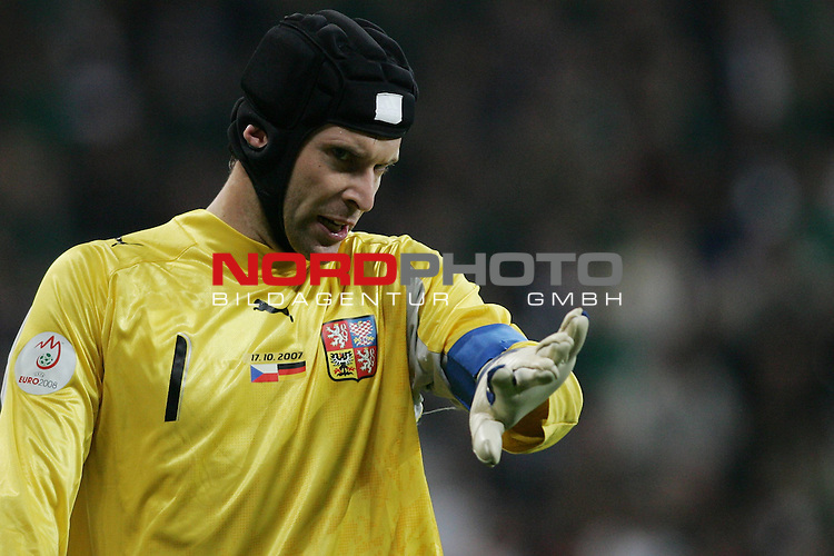 Qualifikation EM 2007 Gruppe: D - Deutschland (GER) vs. Tschechien (CZ). <br /> <br /> Einzelsituation Torh&uuml;ter Petr Cech (Tschechien #1).<br /> <br /> <br /> Foto &copy; nph (  nordphoto  )<br /> <br /> <br /> <br />  *** Local Caption ***