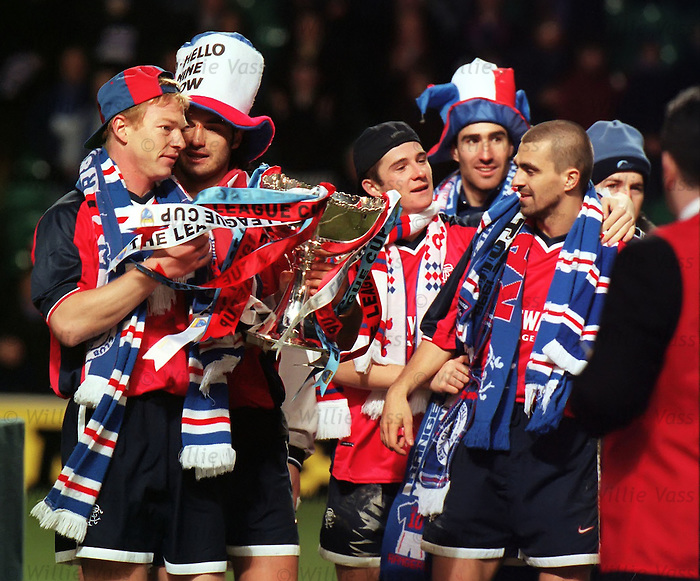 Jorg Albertz, Lorenzo Amoruso, Barry Ferguson, Tony Vidmar, Sergio Porrini with the Scottish League Cup trophy season 1998-99
