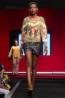 S&Atilde;O PAULO-SP-03.03.2015 - INVERNO 2015/MEGA FASHION WEEK - grife Vida Bela/<br /> O Shopping Mega Polo Moda inicia a 18&deg; edi&ccedil;&atilde;o do Mega Fashion Week, (02,03 e 04 de Mar&ccedil;o) com as principais tend&ecirc;ncias do outono/inverno 2015.Com 1400 looks das 300 marcas presentes no shopping de atacado.Br&aacute;z-Regi&atilde;o central da cidade de S&atilde;o Paulo na manh&atilde; dessa segunda-feira,02.(Foto:Kevin David/Brazil Photo Press)