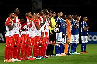 BOGOTÁ - COLOMBIA, 02-09-2018: Los jugadores de Millonarios (COL) y el Independiente Santa Fe (COL), antes de partido entre Millonarios (COL) y el Independiente Santa Fe (COL), de vuelta de los octavos de final, llave A por la Copa Conmebol Sudamericana 2018, en el estadio Nemesio Camacho El Campin, de la ciudad de Bogotá. / The players of Millonarios (COL) and Independiente Santa Fe (COL), prior a match between Millonarios (COL) and Independiente Santa Fe (COL), for the second phase, key1, of the Conmebol Copa Libertadores Bridgestone 2017 in the Nemesio Camacho El Campin stadium in Bogota city. Photo: VizzorImage / Luis Ramírez / Staff.