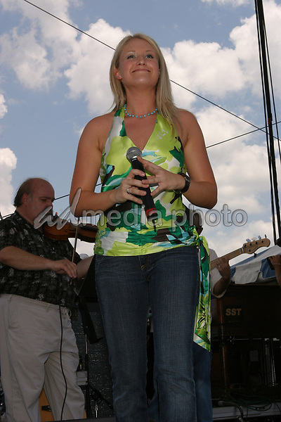 June 12th, 2004:  Nashville, TN, USA: CMA Music Festival Convention RiverFront Stages Day 3.  Lila McCann Performs.  Mandatory Photo Credit:  Ferguson/Admedia (c) Kevin Ferguson/2004
