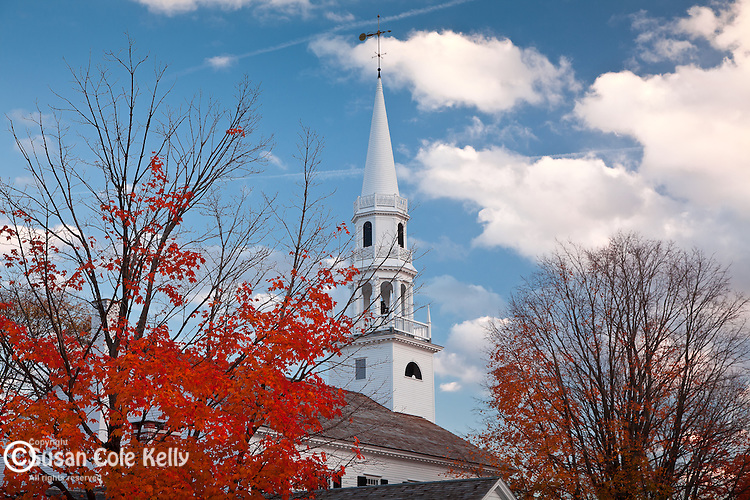 Fall foliage and the steeple of the First Congregational Church in Litchfield, CT, USA