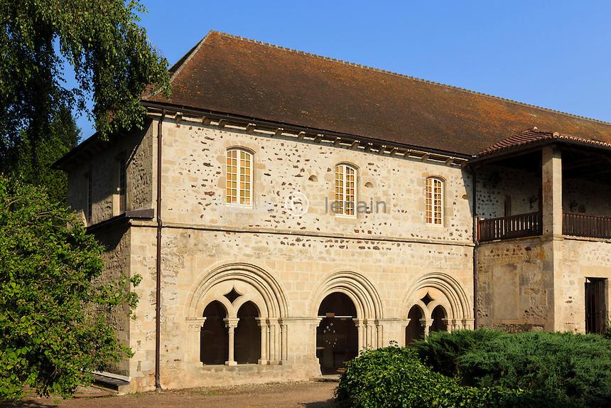 France, Allier (03), Saint-Didier-la-Forêt, abbaye Saint-Gilbert de Neuffontaines // France, Allier, Saint Didier la Foret, Saint Gilbert de Neuffontaines abbey