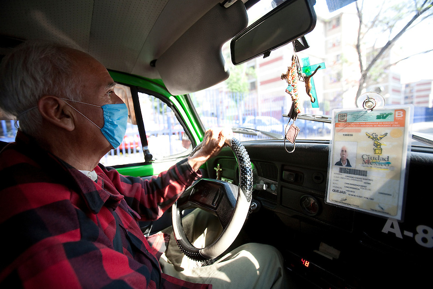 April 26, 2009 - Mexico City, Mexico - A taxi driver wears a surgical mask to protect himself from the swine Flu. Photo credit: Benedicte Desrus / Sipa Press