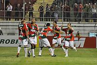 ATENÇÃO EDITOR: FOTO EMBARGADA PARA VEÍCULOS INTERNACIONAIS - SÃO PAULO, SP, 05 DE SETEMBRO DE 2012 - CAMPEONATO BRASILEIRO - PORTUGUESA x CORITIBA: Ananias (d) comemora gol durante partida Portuguesa x Coritiba, válida pela 22ª rodada do Campeonato Brasileiro de 2012 no Estádio do Canindé. FOTO: LEVI BIANCO - BRAZIL PHOTO PRESS
