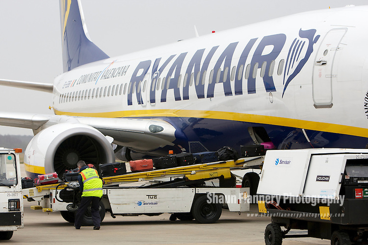 Pix: Shaun Flannery/shaunflanneryphotography.com...COPYRIGHT PICTURE>>SHAUN FLANNERY>01302-570814>>07778315553>>..17th February 2011...........Robin Hood Airport Doncaster Sheffield..Airside Operations, Baggage being loaded onto Ryanair EI-EBB, Boeing 737-8AS